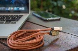 Cabo de couro Lightning/USB, da Geonav