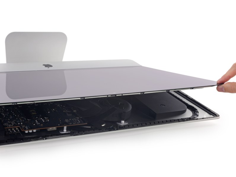 """iMac com tela Retina 4K de 21,5"""" desmontado pela iFixit"""