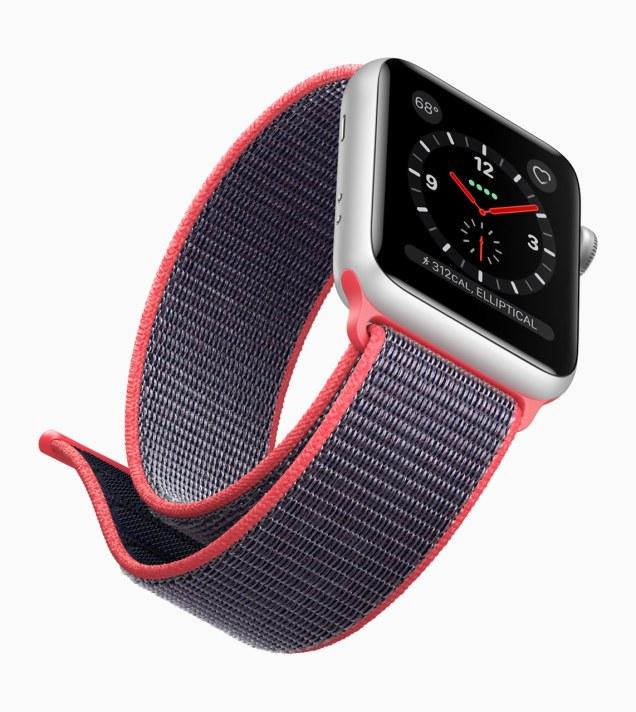 Apple Watch Series 3 com pulseira rosa