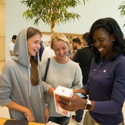 Lançamento do iPhone X - Apple Dubai Mall