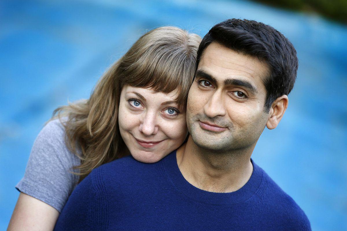 "Kumail Nanjiani e Emily V. Gordon, da série original da Apple ""Little America"""
