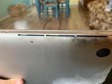 MacBook Pro após explosão de bateria defeituosa