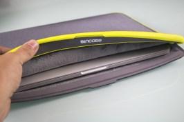 """ICON Sleeve com TENSAERLITE para MacBook Air de 13"""", da Incase"""