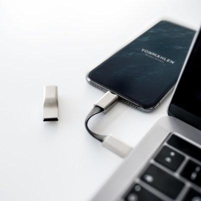 Conexão USB-C e Lighting do High Five