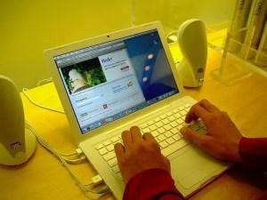 MacBook in Weiß