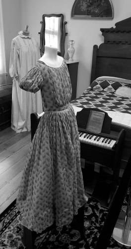 Period dress, cannonball house