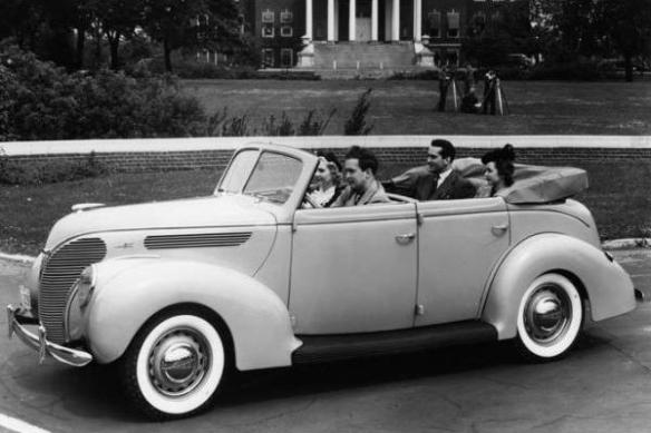 1938 Ford Deluxe Convertible Sedan