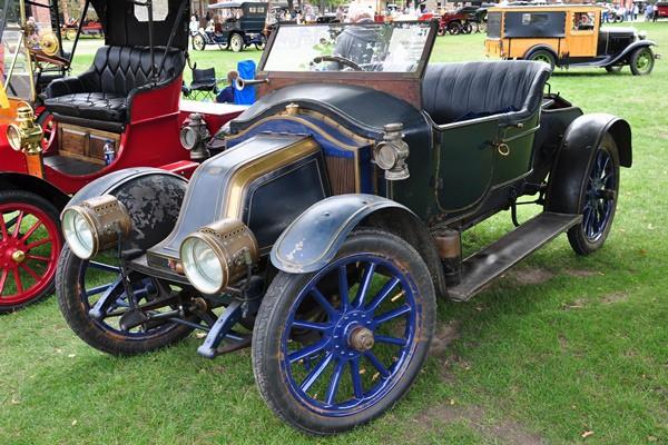 Dorothy Grace 1908 Renault AG Roadster