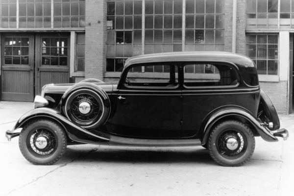 1933 Ford Tudor Sedan dual sidemount spares