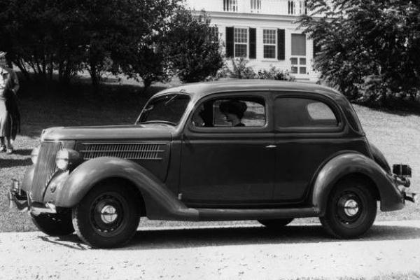 1936 Ford Tudor Sedan house and lawn