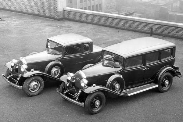 1932 Buick 90 sedan and coupe on roof