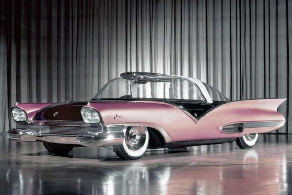 1955 Ford Mystere in studio