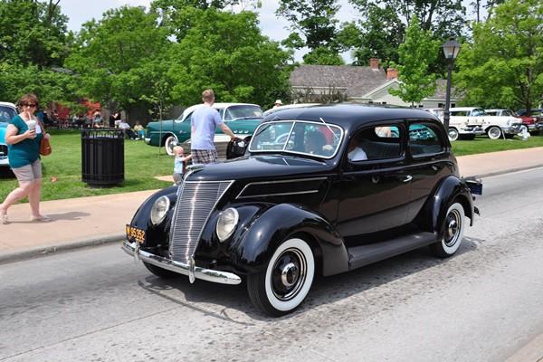 1937 Ford Deluxe Touring Sedan