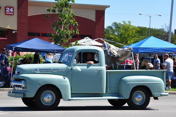 1952 Ford F-1 Pickup green