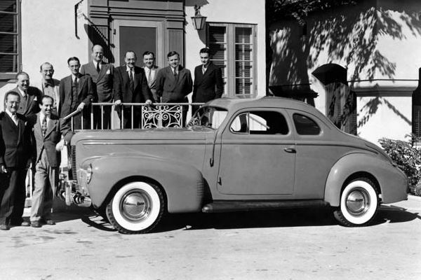 1940 Nash Ambassador 8 Club Coupe