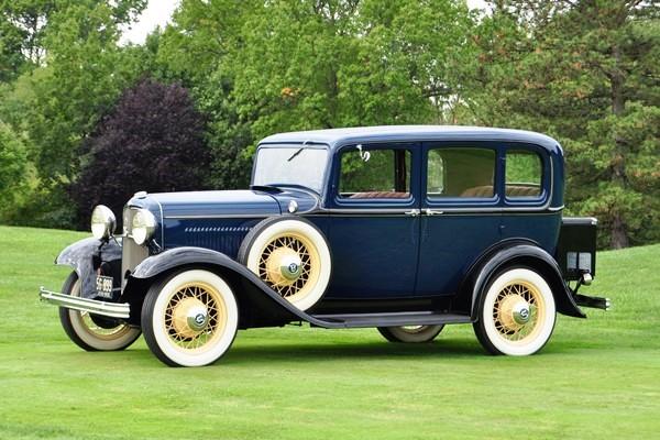 1932 Ford V-8 Fordor Deluxe Sedan