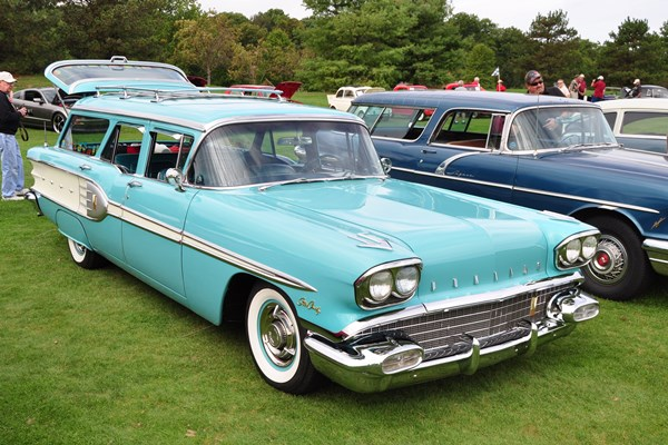 1958 Pontiac Bonneville Safari Station Wagon