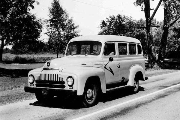 1952 International L100 Travelall