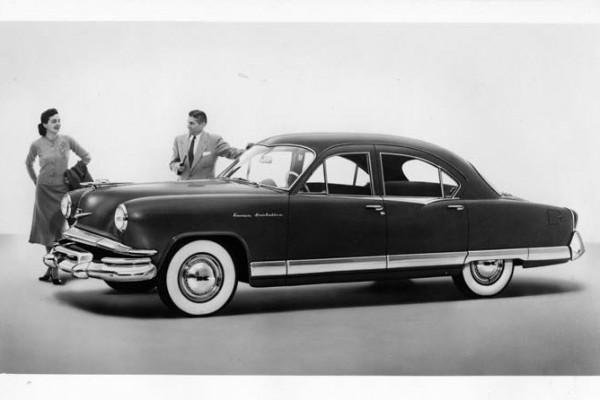 1952 Kaiser Manhattan Sedan