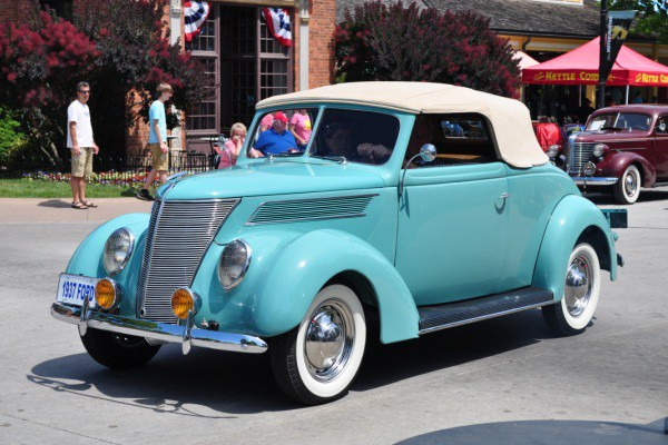 1937 Ford DeLuxe Cabriolet Mickey Widener