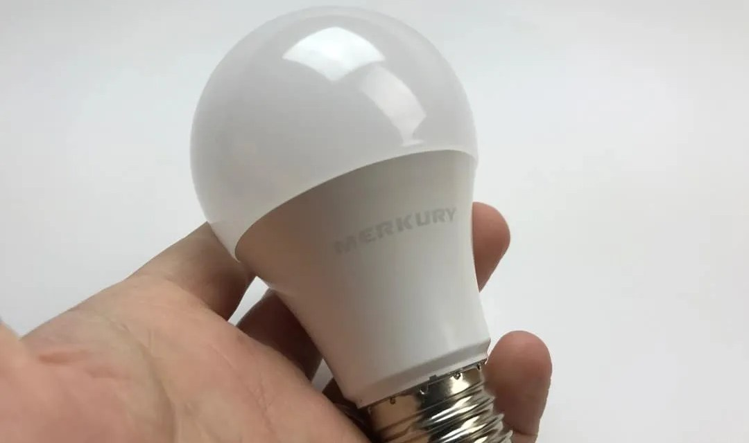 Geeni Smart Plug and WiFi Light REVIEW