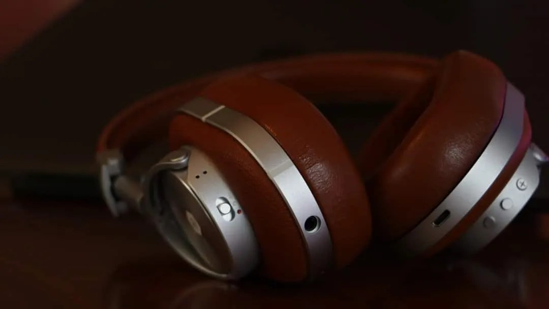 68a299d5cb4 Master and Dynamic MW60 Wireless Over-Ear Headphones REVIEW Super ...