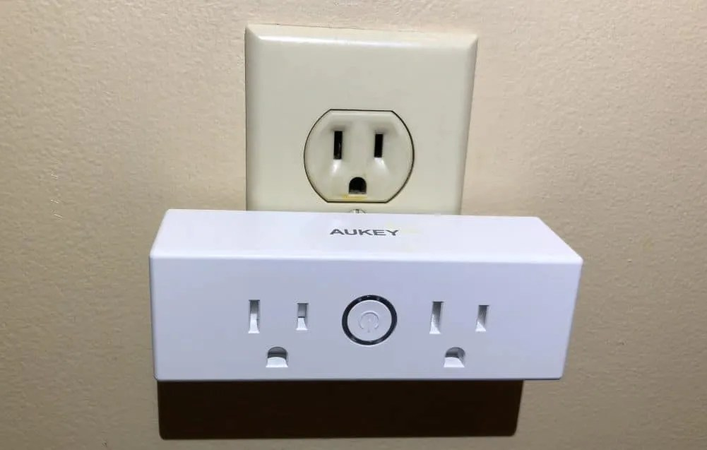 Aukey Smartplug REVIEW Turn One Dumb Plug into Two Smart Plugs