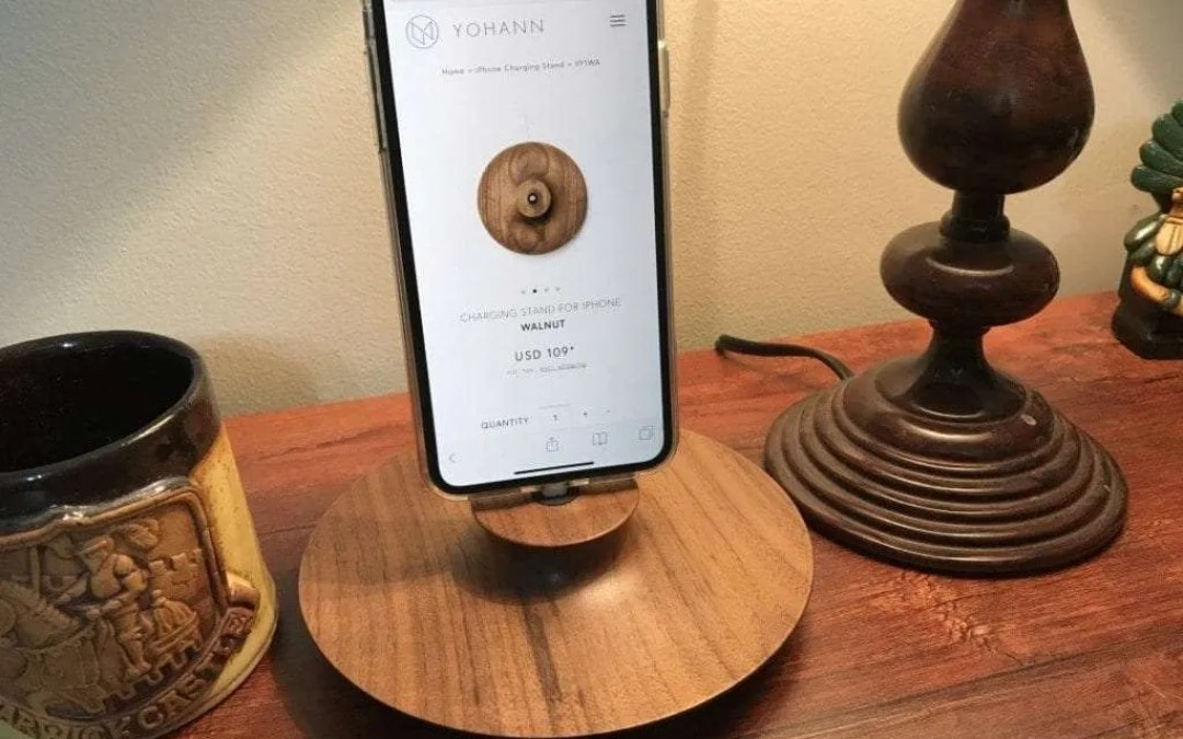 Feature YOHANN F1 iPhone Stand