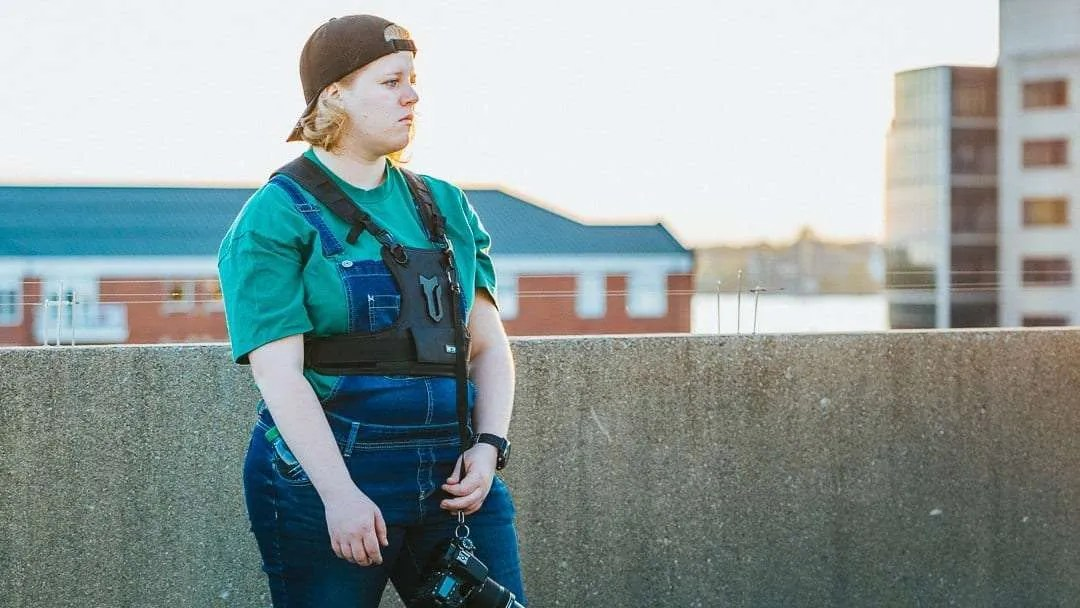 MOVO MB700 Universal Single Camera Carrying Vest Holster REVIEW A Great Alternative to Camera Straps