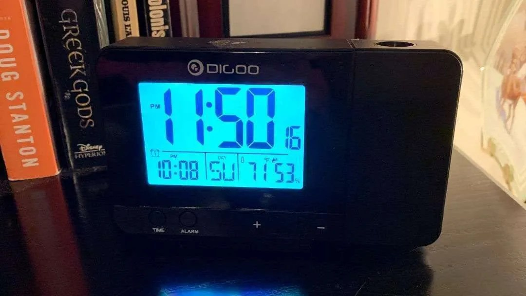DIGOO DG-C10 LCD Projection Clock REVIEW Wake-up in Style