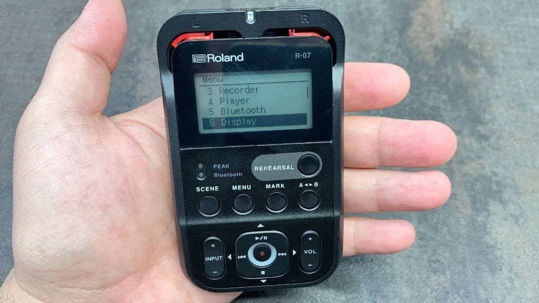 Roland R-07 High-Resolution Audio Recorder REVIEW Pocket-friendly CES Companion