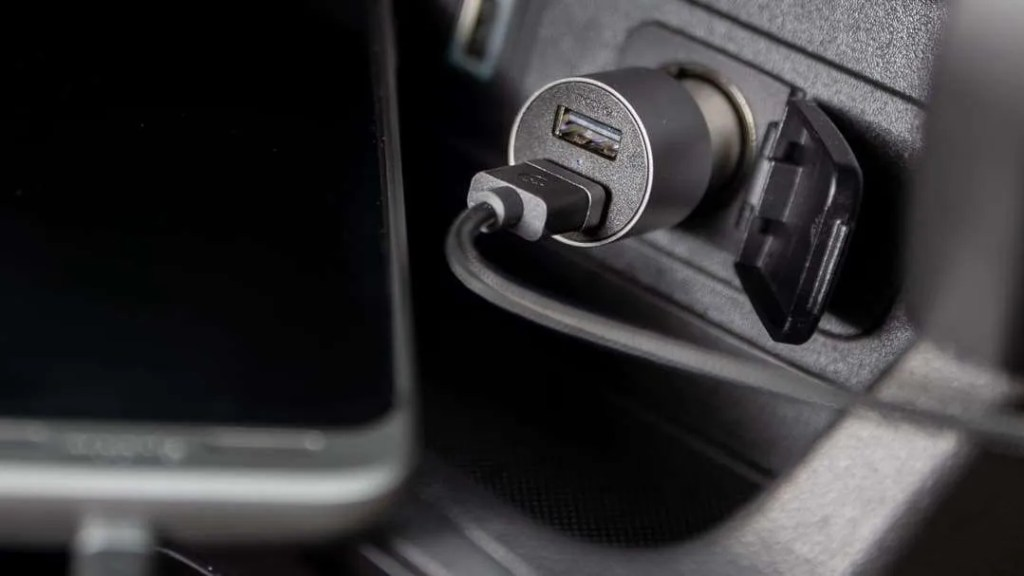 mophie Dual USB-A Car Charger and Charging Cables REVIEW