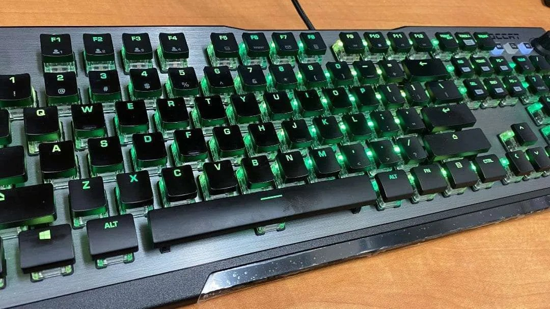 Vulcan 120 AIMO RGB Mechanical Gaming Keyboard REVIEW