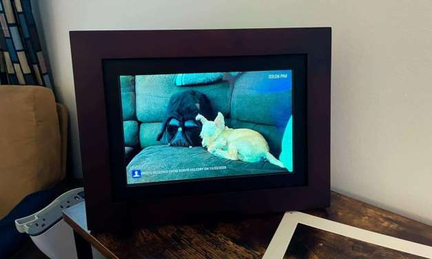 Brookstone Photo Share Wireless Picture Frame REVIEW