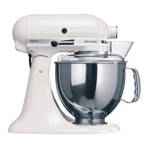 robot-kitchenaid-artisan-sur-socle-blanc-givre-48l