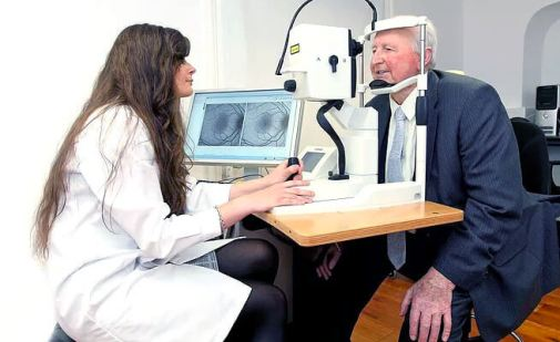 A person having their macular pigment measured during MacuPrime clinical trial at Waterford Institute of Technology