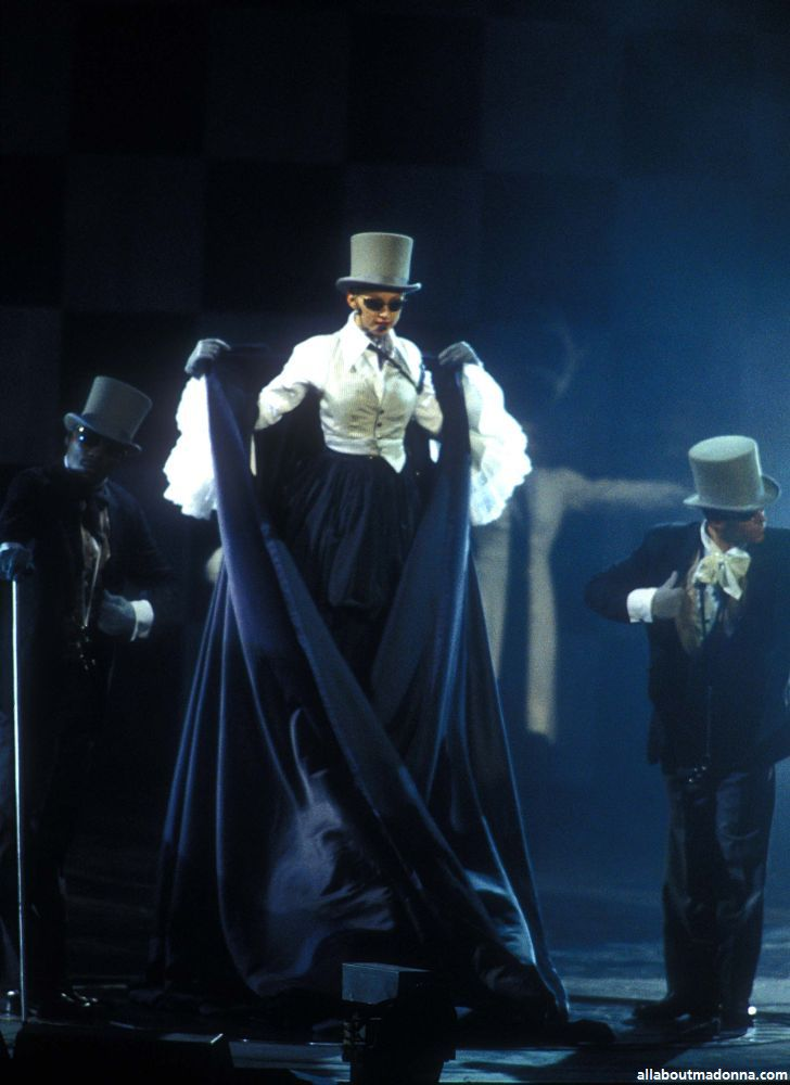 Girlie Show pictures  Madonna photos live on stage  MadEyes