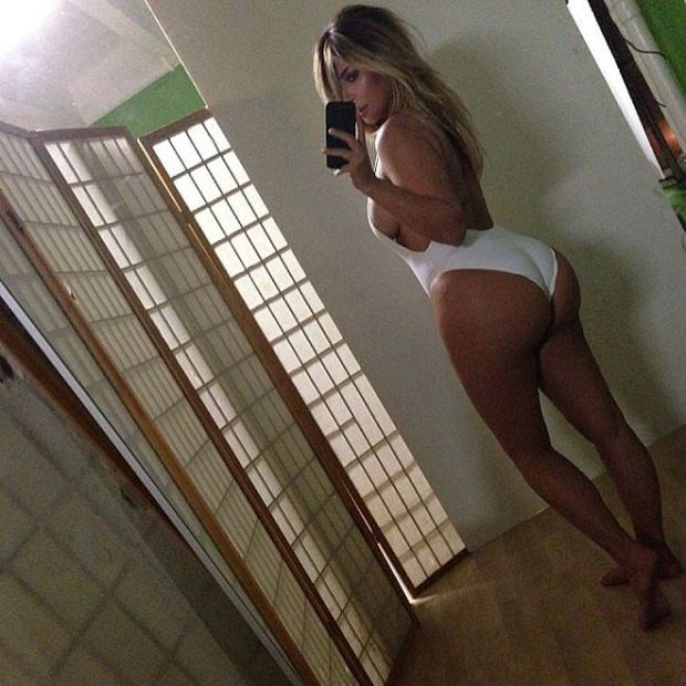 She-flaunted-her-postbaby-figure-white-swimsuit-October-2013_result