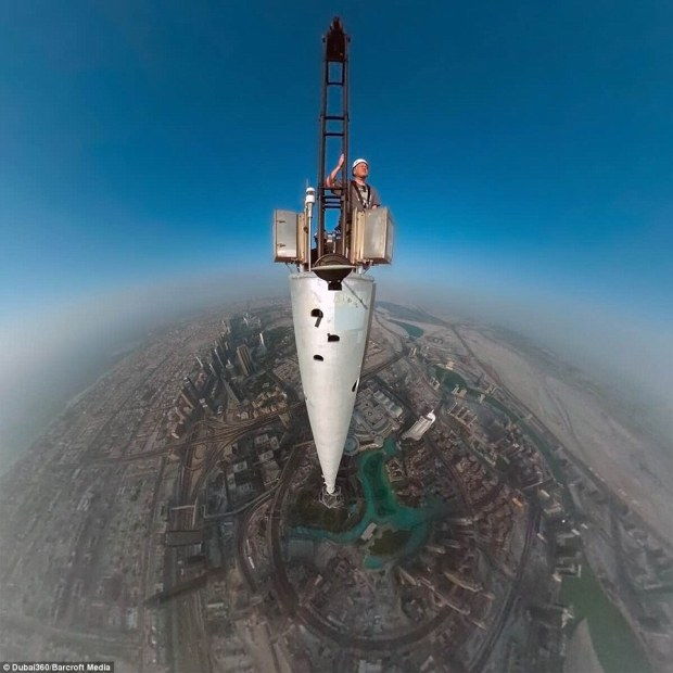 235c3fce00000578-0-british_photographer_gerald_donovan_s_selfie_at_the_top_of_the_b-33_1416567986354