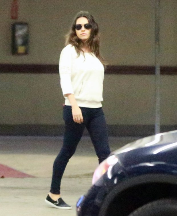 Mila-Kunis-After-Giving-Birth-3