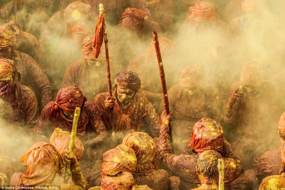 23e84c7200000578-2867150-holi_hindu_devotees_throw_vivid_colour_at_each_other_to_celebrat-a-6_1418141805161