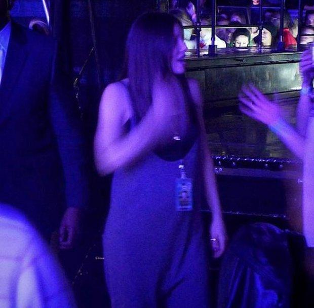 Jessica-Biel-Baby-Bump-Justin-Timberlake-Concert-1