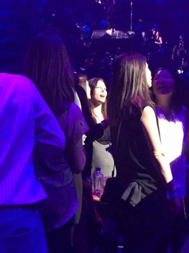 Jessica-Biel-Baby-Bump-Justin-Timberlake-Concert-3