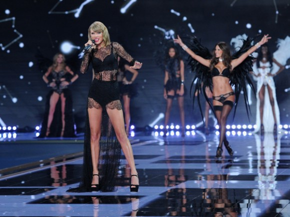 taylor-swift-sexy-lingerie-1-580x435