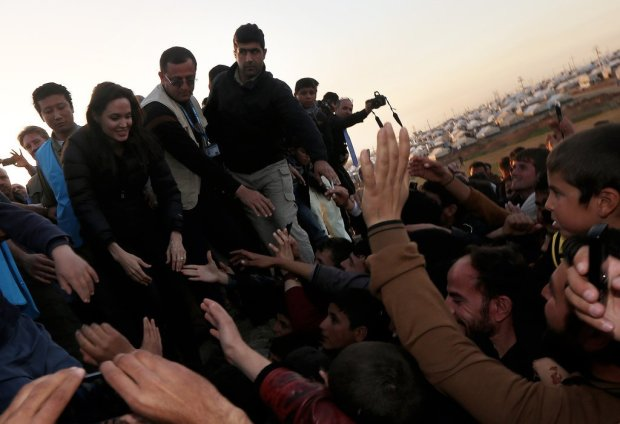 Angelina-Jolie-Refugee-Camp-Iraq-January-2015-5