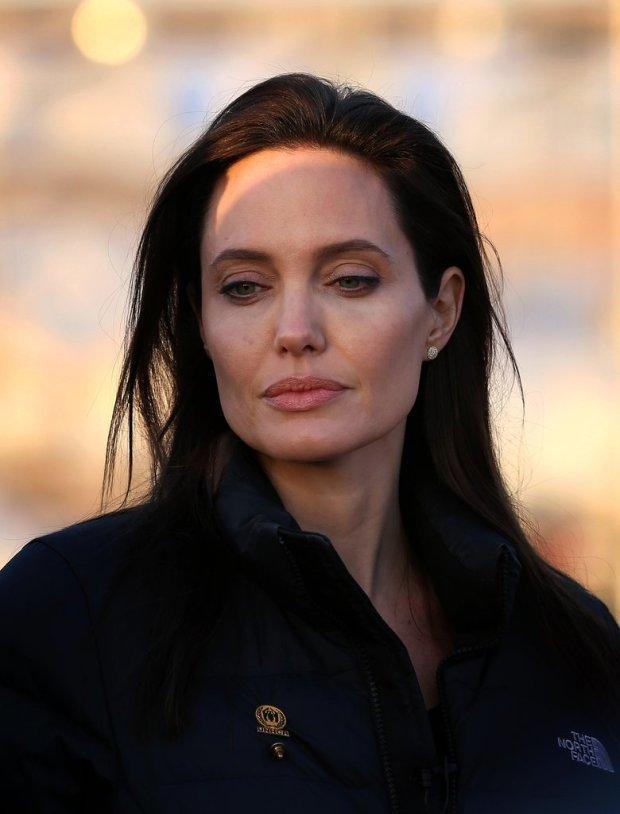 Angelina-Jolie-Refugee-Camp-Iraq-January-2015-6