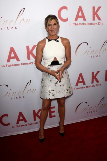 Jennifer-Aniston-LA-Premiere-Cake-Pictures