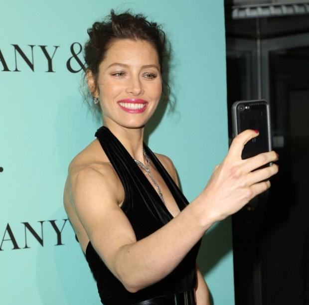 Jessica-Biel-got-snap-happy-NYC-April-2014-when-she-took