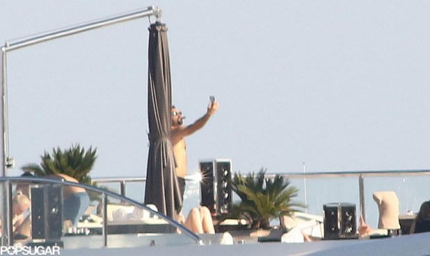 Leonardo-DiCaprio-captured-moment-snapping-shirtless-selfie