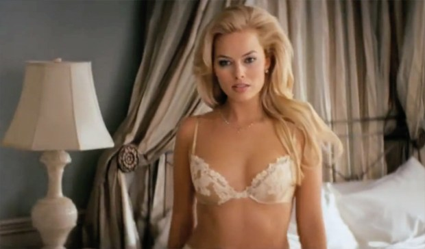 Margot-robbie-bra-wolf-of-wall-street-736x432